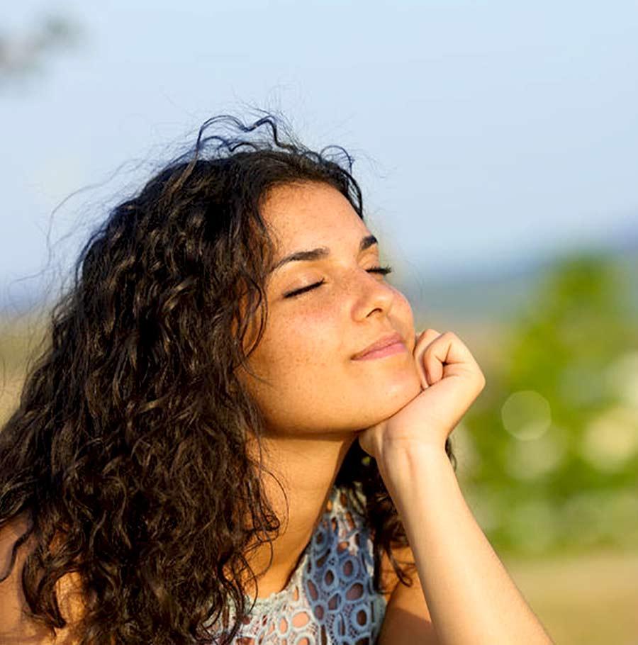 MÉDITATION ET PLEINE CONSCIENCE - ANITA JOUBEL: La méditation, la pleine conscience, des pratiques de présence attentive : se focaliser sur l'instant présent tel qu'il se déroule au travers de ses sens plutôt que de son mental. Ne plus se faire contrôler par ses émotions, ses pensées et reprendre le contrôle de sa vie.